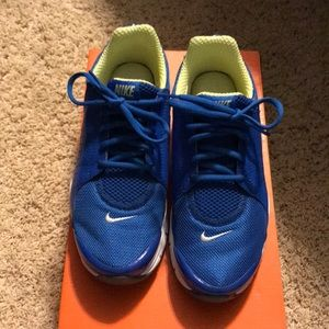Excellent condition Nike shoes size 7